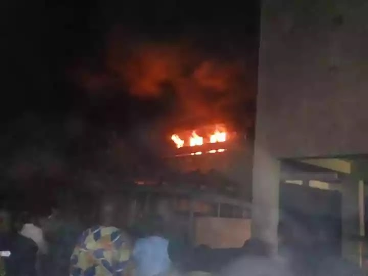 "Photos: Fire Outbreak Osogbo ""Olorunda Local Government"" Yesterday"